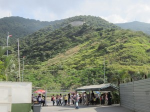 A group of parents wait outside the núcleo in Montalbán