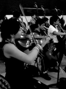 Rehearsing with the violas of the Caracas orchestra at Montalbán.